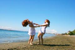 Mujeres en la playa Imágenes de archivo libres de regalías