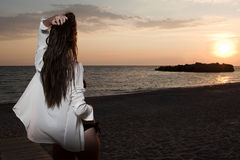 Mujeres en la playa Fotografía de archivo libre de regalías