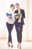 Mujeres en oficina Imagen de archivo libre de regalías