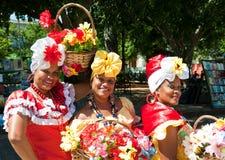 Mujeres en ropa típica en La Habana vieja Imagen de archivo