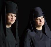Mujeres en un traje del monje Imágenes de archivo libres de regalías