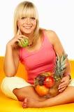 Mujeres felices con las frutas foto de archivo libre de regalías