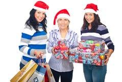 Mujeres felices con los regalos de Navidad Foto de archivo libre de regalías