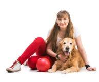 Mujeres felices con su perro Imágenes de archivo libres de regalías