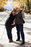 Mujeres felices en parque Fotografía de archivo libre de regalías