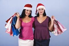 Mujeres felices que hacen compras de la Navidad Foto de archivo libre de regalías