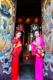Mujeres hermosas con el vestido del chino tradicional Fotografía de archivo
