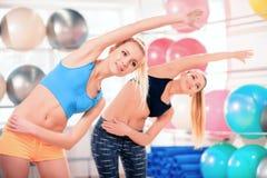 Mujeres hermosas en club de deportes Imágenes de archivo libres de regalías