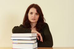 Mujeres jovenes con los libros Imagen de archivo libre de regalías