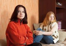 Mujeres jovenes después de la pelea Foto de archivo libre de regalías