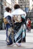 Mujeres jovenes en alineada del kimono Fotografía de archivo