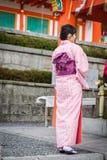Mujeres jovenes en alineada del kimono Foto de archivo libre de regalías