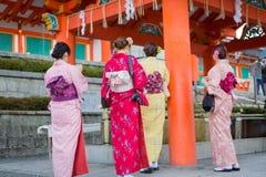 Mujeres jovenes en alineada del kimono Imágenes de archivo libres de regalías
