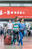 Mujeres jovenes en el ferrocarril del sur, China de Pekín Foto de archivo libre de regalías