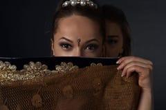 Mujeres jovenes en el traje indio nacional Imágenes de archivo libres de regalías