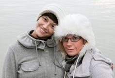 Mujeres jovenes en invierno Imagenes de archivo