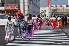 Mujeres jovenes en kimono en venir del día de la edad Fotografía de archivo libre de regalías