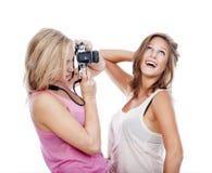Mujeres jovenes que toman cuadros Imagen de archivo libre de regalías