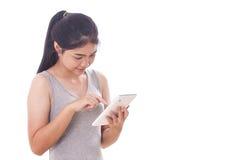 Mujeres jovenes que usan la PC de la tableta Fotografía de archivo