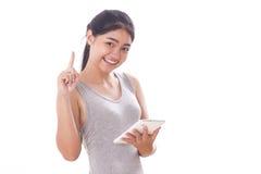 Mujeres jovenes que usan la PC de la tableta Foto de archivo libre de regalías