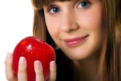 Mujeres lindas con la manzana roja Fotografía de archivo libre de regalías