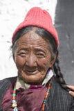 Mujeres mayores budistas tibetanas en el monasterio de Hemis Ladakh, la India del norte Foto de archivo libre de regalías