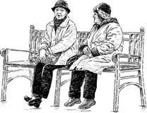 Mujeres mayores en el banco de parque Foto de archivo libre de regalías