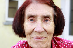Mujeres mayores felices que se relajan en el país Fotografía de archivo libre de regalías