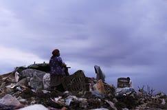 Mujeres mayores y basura fotografía de archivo libre de regalías