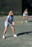 Mujeres que juegan dobles Imagenes de archivo