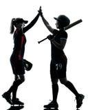 Mujeres que juegan la silueta de los jugadores de softball aislada Imagen de archivo libre de regalías