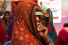 Mujeres que llevan las saris Foto de archivo