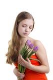 Mujeres que miran en las flores Fotografía de archivo