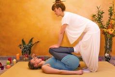 Mujeres que practican ejercicio físico de la energía Foto de archivo