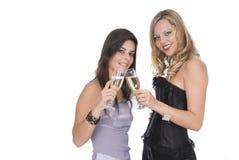 Mujeres que ríen en la celebración del Año Nuevo con champa Imagen de archivo libre de regalías