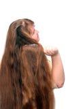 Mujeres que se peinan el pelo rojo largo hermoso Imágenes de archivo libres de regalías