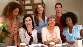 Mujeres que trabajan junto metrajes