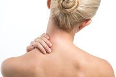 Mujeres rubias con el dolor del cuello. Fotografía de archivo