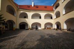 Mukacheve - Ucrania, el 29 de septiembre de 2009: Siglo del castillo XI de Palanok Fotos de archivo libres de regalías