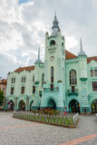 MUKACHEVE UKRAINA - APRIL 25, 2017: Stadshus av Mukacheve Arkivfoto
