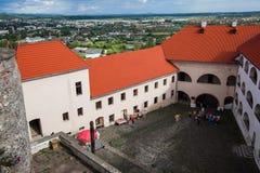 Mukacheve - Ukraina, JULI 26, 2009: Århundrade för Palanok slott XI Arkivfoton