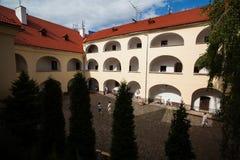 Mukacheve - Ukraina, JULI 26, 2009: Århundrade för Palanok slott XI Royaltyfri Bild