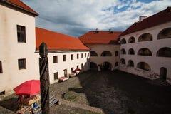 Mukacheve - Ukraina, JULI 26, 2009: Århundrade för Palanok slott XI Royaltyfria Bilder