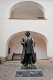 MUKACHEVO, ΟΥΚΡΑΝΙΑΣ - 11.2016 ΑΠΡΙΛΙΟΥ: Άγαλμα του πρίγκηπα Podolsky που ταΐζεται Στοκ Φωτογραφία