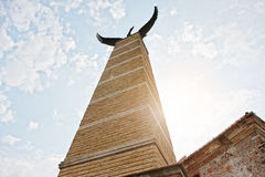 MUKACHEVO UKRAINA, KWIECIEŃ, - 11,2016: Statua Turul orła symbol Fotografia Stock