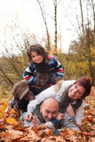 Mukltiracial rodzina ma zabawę Fotografia Royalty Free