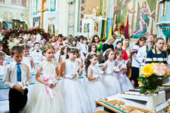 Mukyluntsi, Ukraina - 26 Czerwiec, 2016: Pierwszy święty communion Zdjęcia Royalty Free