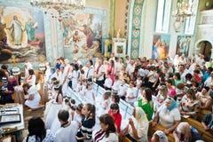 Mukyluntsi, Ukraina - 26 Czerwiec, 2016: Pierwszy święty communion Obrazy Royalty Free