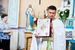 Mukyluntsi, Ukraina - 26 Czerwiec, 2016: Pierwszy święty communion Prie Fotografia Royalty Free