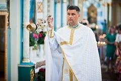 Mukyluntsi, Ukraina - 26 Czerwiec, 2016: Pierwszy święty communion Prie Fotografia Stock